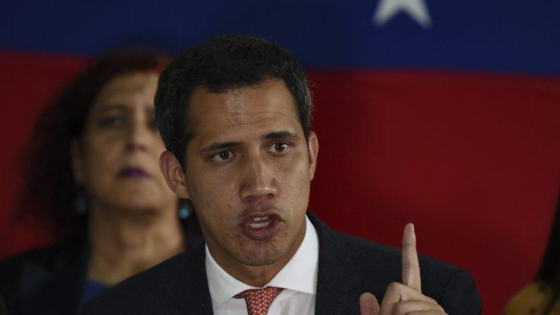 El presidente interino Juan Guaidó habla durante una conferencia de prensa en Caracas, Venezuela, el 17 de junio de 2019. (YURI CORTEZ/AFP/Getty Images)