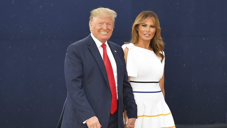 "El presidente Donald Trump y la primera dama Melania Trump llegan para el evento ""Saludo a Estados Unidos"" en el Lincoln Memorial en Washington, el 4 de julio de 2019. (Mandel Ngan/AFP/Getty Images)"