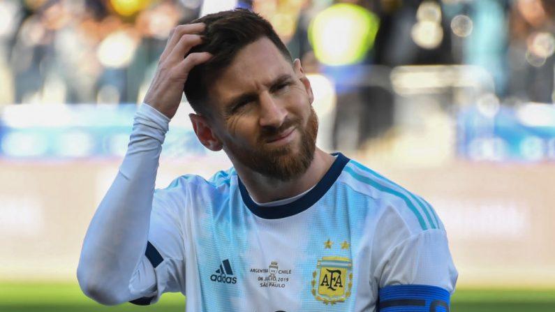 El argentino Lionel Messi gesticula durante el partido por el tercer lugar del torneo de fútbol de la Copa América contra Chile en el Corinthians Arena en Sao Paulo, Brasil, el 6 de julio de 2019. (NELSON ALMEIDA / AFP / Getty Images)
