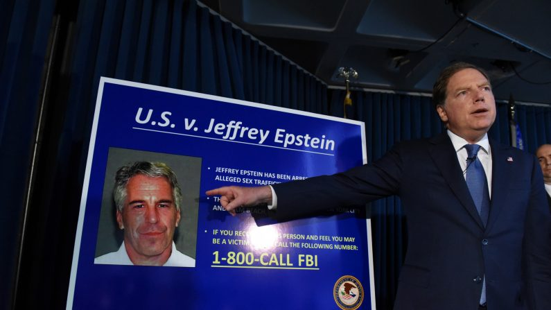 El fiscal federal para el distrito sur de Nueva York, Geoffrey Berman, anuncia cargos contra Jeffery Epstein el 8 de julio de 2019. (Stephanie Keith/Getty Images)