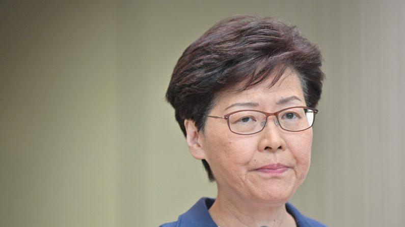 La líder de Hong Kong, Carrie Lam, celebra una conferencia de prensa en la sede del gobierno el 9 de julio de 2019. (Anthony Wallace/AFP/Getty Images)