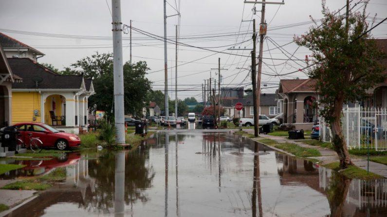 S Telemachus Street en Nueva Orleans tras inundaciones repentinas que golpearon el área el 10 de julio de 2019. (SETH HERALD/AFP/Getty Images)