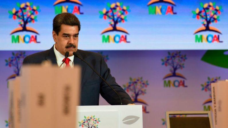 El Presidente de Venezuela, Nicolás Maduro, habla durante la sesión plenaria de la Reunión Ministerial del Buró de Coordinación del Movimiento de Países No Alineados (MNOAL) el 20 de julio de 2019 en Caracas, Venezuela. (YURI CORTEZ/AFP/Getty Images)