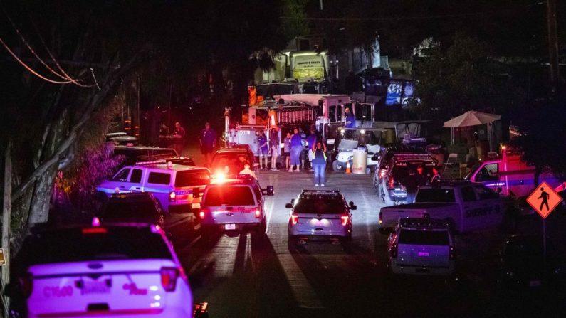 Vehículos de la policía llegan al lugar de la investigación después de un tiroteo mortal en el Gilroy Garlic Festival en Gilroy, 80 millas al sur de San Francisco, California, el 28 de julio de 2019. - Tres personas murieron y al menos otras 15 resultaron heridas en un tiroteo en un importante festival de comida en California el domingo, dijo la policía. (PHILIP PACHECO/AFP/Getty Images)