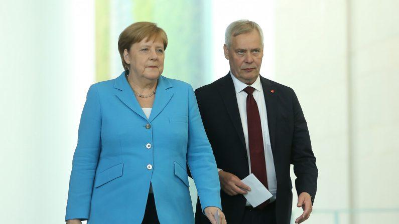 La canciller alemana Angela Merkel llega a una conferencia de prensa en la Cancillería federal alemana con el primer ministro finlandés Antti Rinne el 10 de julio de 2019 en Berlín, Alemania. (Adam Berry/Getty Images)