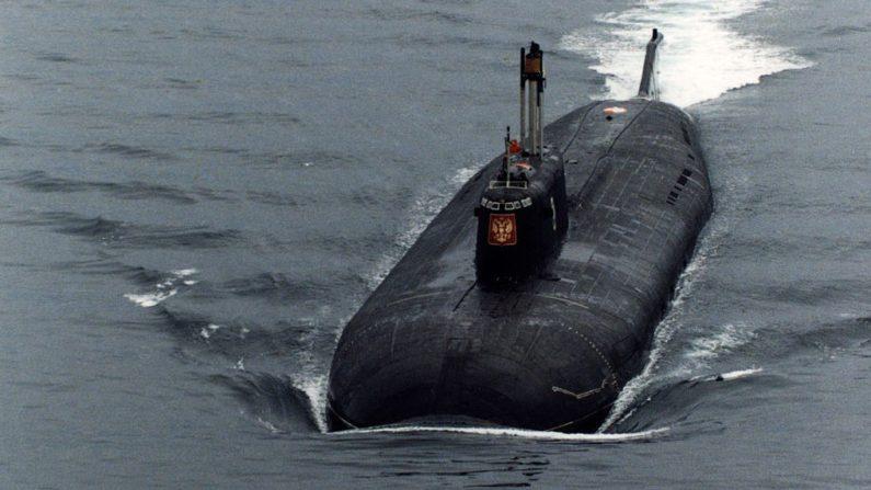 "El submarino nuclear ruso ""Kursk"" en el Mar de Barents, cerca de Severomorsk, Rusia. (Oleg Nikishin/Newsmakers/Getty Images)"