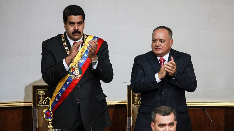 El líder socialista venezolano Nicolás Maduro (i) y el segundo hombre más poderoso del chavismo, Diosdado Cabello (d) (FEDERICO PARRA/AFP/Getty Images)