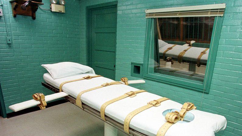 La camilla en Huntsville, Texas, donde los condenados de Texas están atados para recibir una dosis letal de drogas. (Paul Buck/AFP/Getty Images)