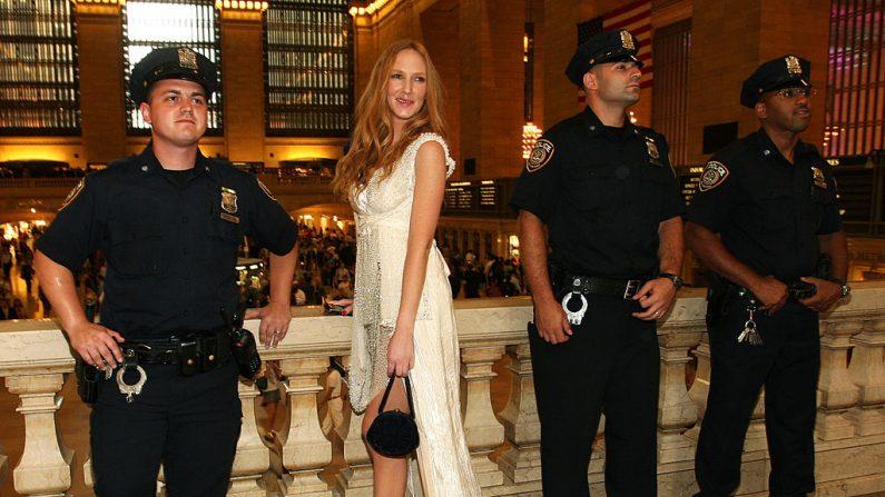 La actriz Catalina Pulido asiste a una cena de gala el 15 de julio de 2009 en la ciudad de Nueva York.  (Foto de Bryan Bedder/Getty Images)