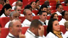 México recibirá 6000 médicos cubanos pese a recortes de AMLO al sector salud