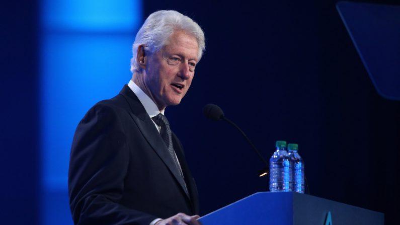 Bill Clinton en el Saint Paul RiverCentre el 15 de julio de 2018 en St. Paul, Minnesota. (Adam Bettcher/Getty Images para la Fundación Auditiva Starkey)