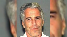 Juez ordena que Jeffrey Epstein sea retenido sin fianza