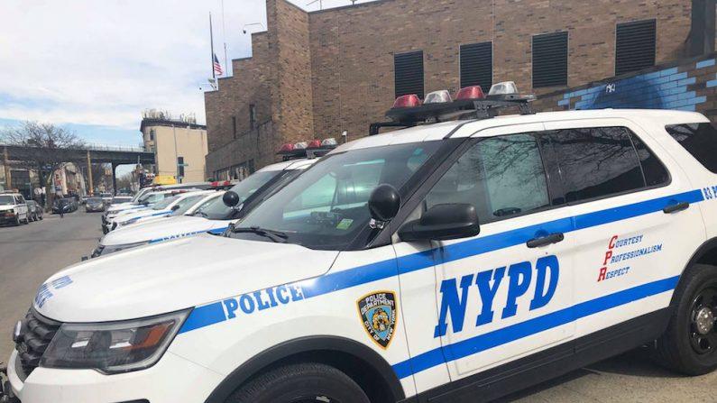Foto de archivo muestra un vehículo de la policía de Nueva York en Brooklyn, Nueva York, el 17 de febrero de 2019. (Mimi Nguyen Ly/NTD News)