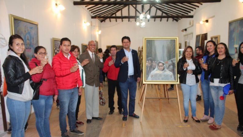 """El alcalde de Tuta, Elkín Rincón, asiste a la inauguración de la exhibición internacional """"El Arte de Verdad, Benevolencia, Tolerancia"""" en Boyacá, Colombia. (La Gran Época)"""