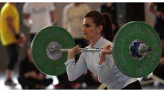 """""""Barbie musculosa"""": chica con cara de muñeca y un gran físico puede levantar un peso de 180 kg"""