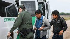 Agentes fronterizos encuentran 53 inmigrantes ilegales escondidos dentro de un tractor a 40º Celsius