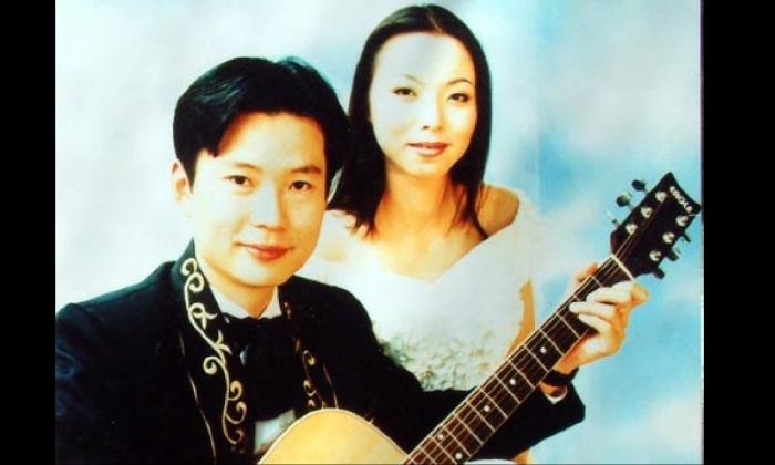 Li Jingsheng y su esposa Wan Yu cuando actuaron juntos a finales de la década de 1990. (Minghui.org)
