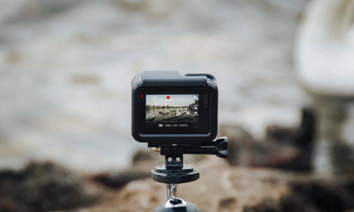 Fotografía de una cámara filmando un video. (Fabrizio Verrecchia/Unsplash)