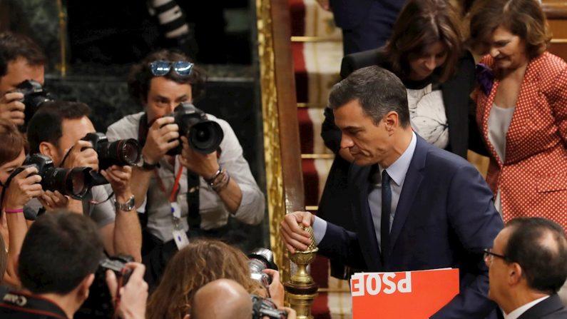 El candidato socialista a la presidencia del Gobierno, Pedro Sánchez, abandona el hemicíclo después de que e l pleno del Congreso haya vuelto a rechazar su investidura como presidente del Gobierno ya que ha conseguido 124 votos a favor frente a 155 en contra y 67 abstenciones el 25 de julio de 2019. EFE/Ballesteros