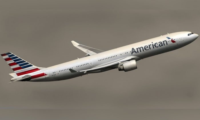 Imagen de archivo de un avión de American Airlines. (Bilaleldaou/Pixabay)