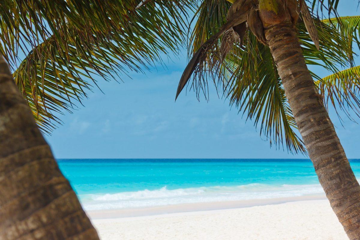 El mar Caribe, con sus aguas azules y bellos paisajes, es un paraíso terrenal. Imagen ilustrativa. (Crédito: Pixabay / dominio público)