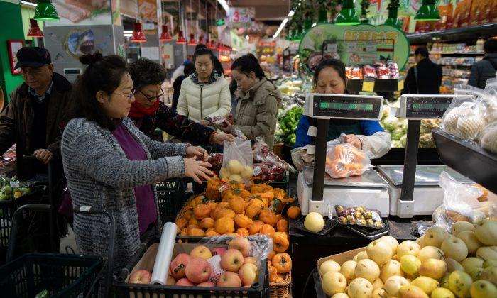 Un mercado de fruta en China. (NIicolas Asfouri/AFP/Getty Images)