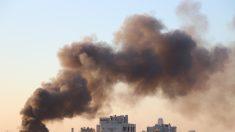 Hombre trepó un edificio de 19 pisos en llamas para salvar a su madre postrada en cama