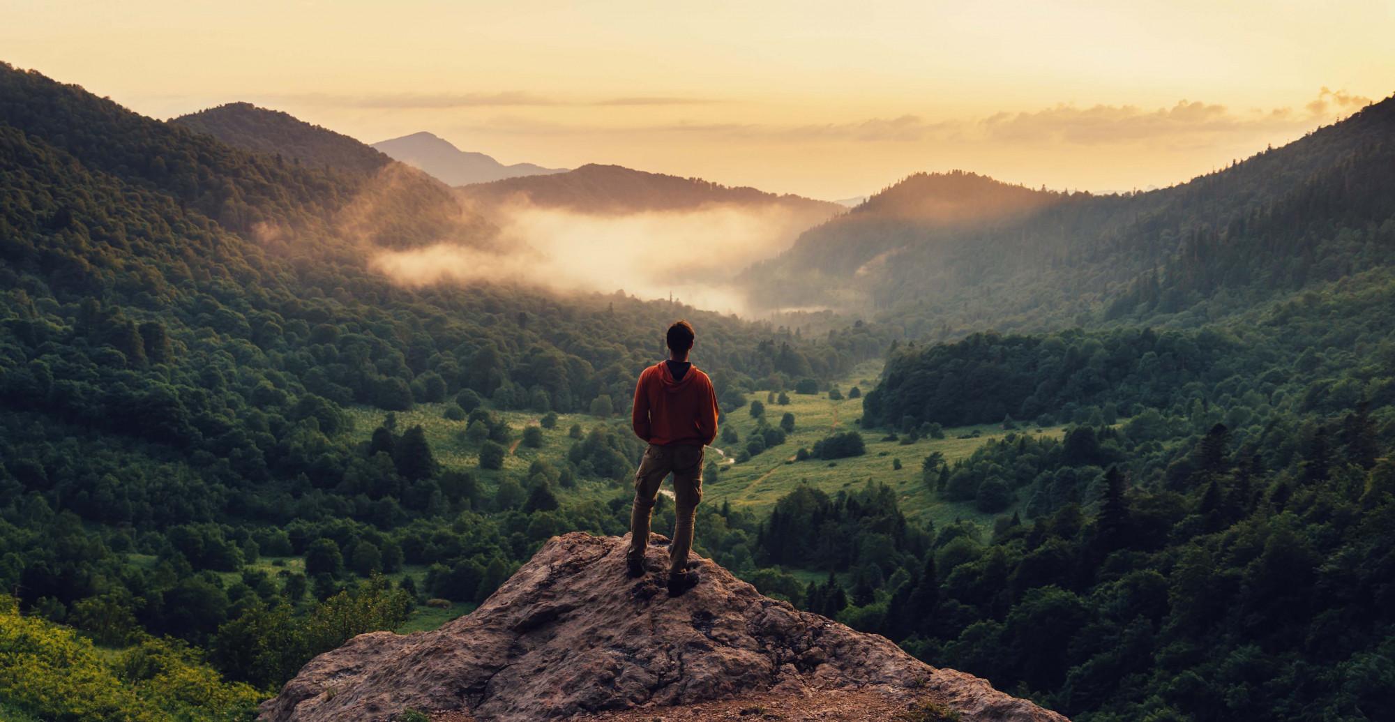 persona-hombre-montaña-vista
