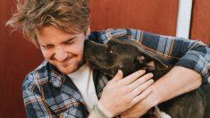 Bombero rescata cachorra pitbull, el reencuentro es tan dulce que no se puede describir con palabras