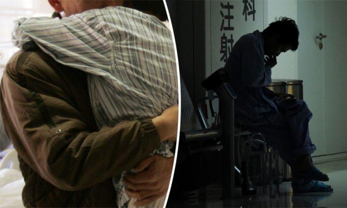 (Izq.) Un padre y una hija abrazándose en un hospital. (China Photos/Getty Images) -- (Der.) Un hombre esperando en un hospital. (Wang Zhao/AFP/Getty Images)