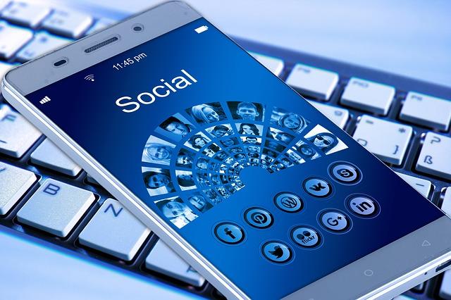 celular y redes sociales