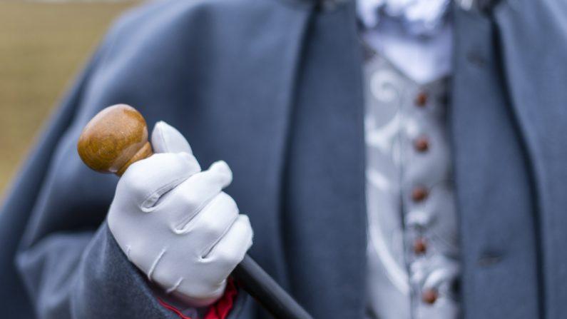 Joven inglés de 25 años viste a diario con trajes antiguos muy elegantes y tiene muchos seguidores que admiran su estilo tradicional refinado y pulcro. Imagen ilustrativa. (Crédito: shutterstock)
