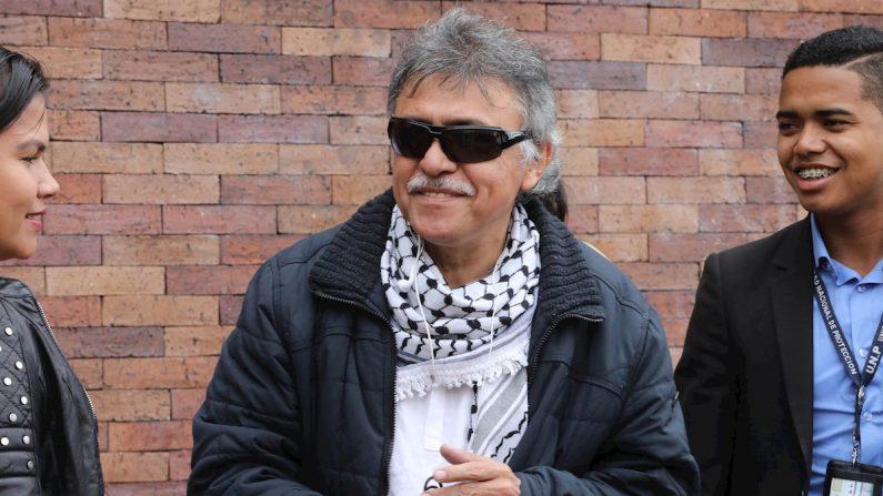 """Seuxis Pausias Hernández Solarte, (c) alias """"Jesús Santrich"""" llega para asistir a una reunión de la dirección del partido FARC ,en Bogotá (Colombia). EFE/Juan Diego López/Archivo"""