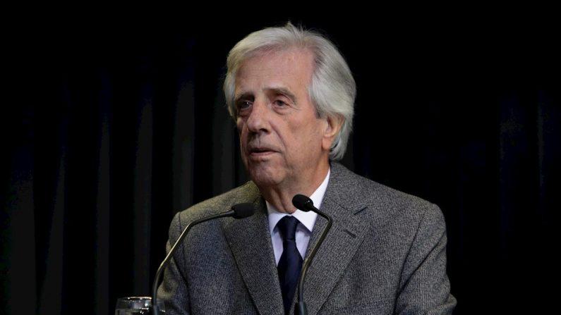 """El presidente de Uruguay, Tabaré Vázquez, ofrece una rueda de prensa en Montevideo (Uruguay) el 20 de agosto de 2019. Vázquez anunció que le fue detectado un nódulo pulmonar con """"características muy firmes"""" de que puede tratarse de un proceso maligno y en los próximos días se internará. EFE/ Raúl Martínez"""