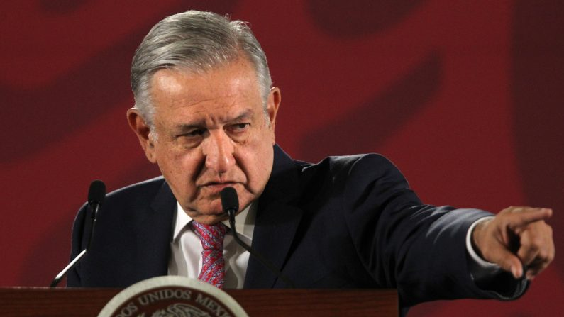 El presidente de México, Andrés Manuel López Obrador, ofrece una rueda de prensa matutina en el Palacio Nacional, en Ciudad de México, México el 22 de agosto de 2019. (Mario Guzmán/EFE)