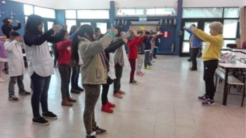 Estudiantes de primaria en Solano, Buenos Aires, aprenden Falun Dafa. 13 de julio de 2018 (©Minghui)