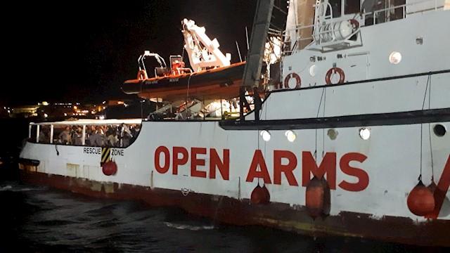 El barco humanitario español 'Open Arms', con migrantes a bordo, llega a la isla de Lampedusa, sur de Italia, el 20 de agosto de 2019. EFE / EPA / ALFREDO PECORARO / Archivo