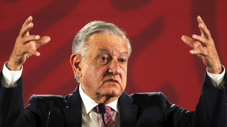 El presidente de México, Andrés Manuel López Obrador, ofrece una rueda de prensa matutina este jueves en el Palacio Nacional, en Ciudad de México (México). EFE/Mario Guzmán