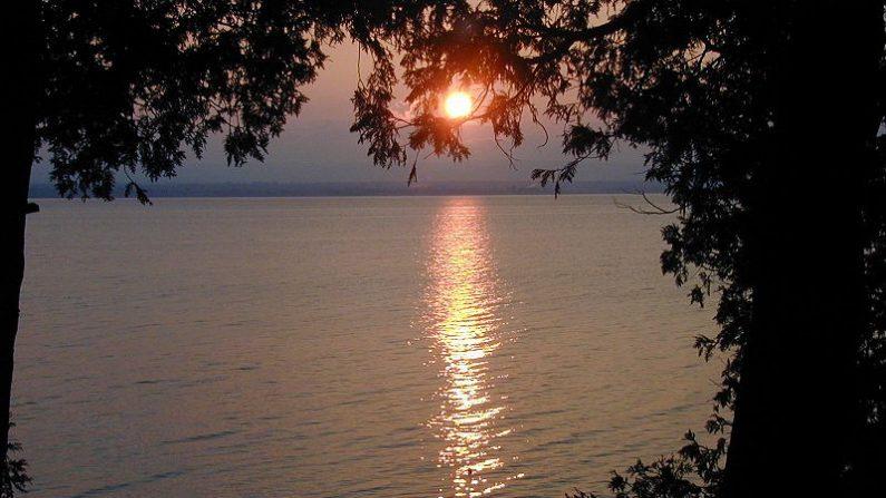 El lago Chaplain en EEUU arrojó un extraño pez con dos cabezas. Imagen de archivo del lago al noreste de Estados Unidos. (Wikimedia Commons)