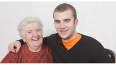 Planea divertida sorpresa para su abuelita en su cumpleaños 86 y la tierna reacción cautiva las redes