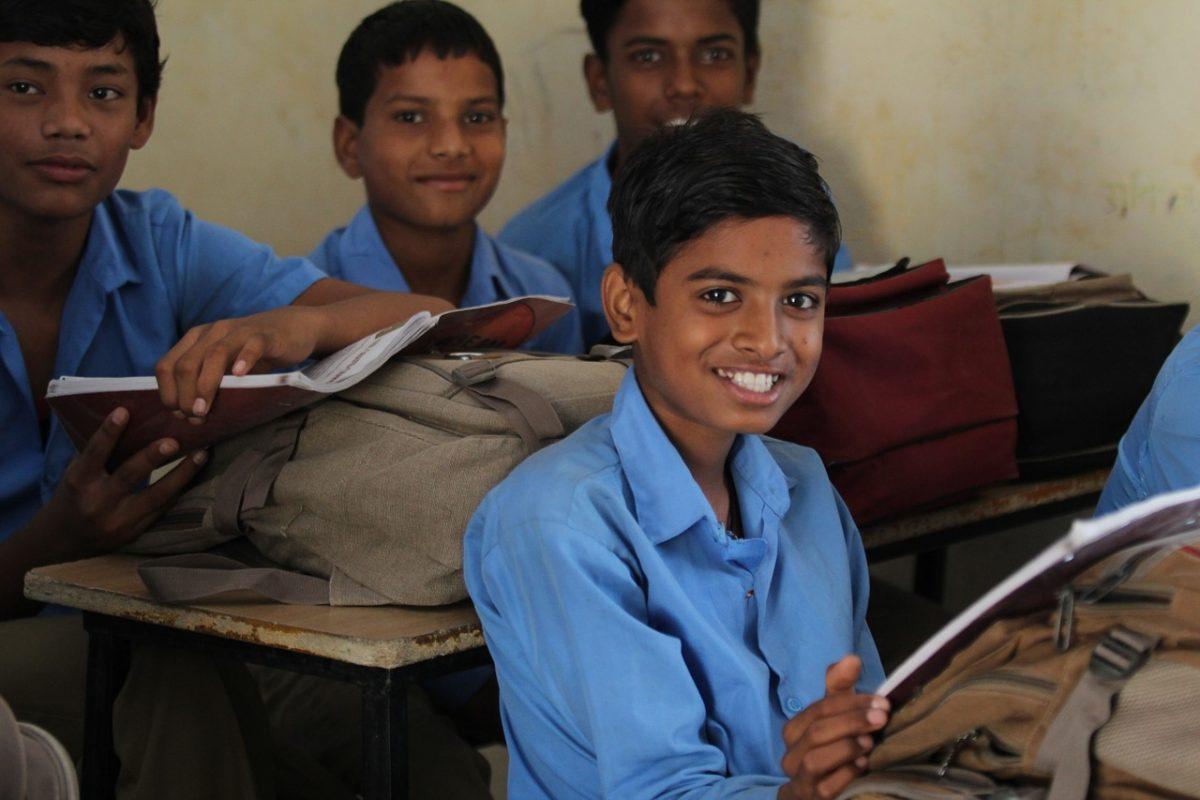 alumnos-sonriendo-clase