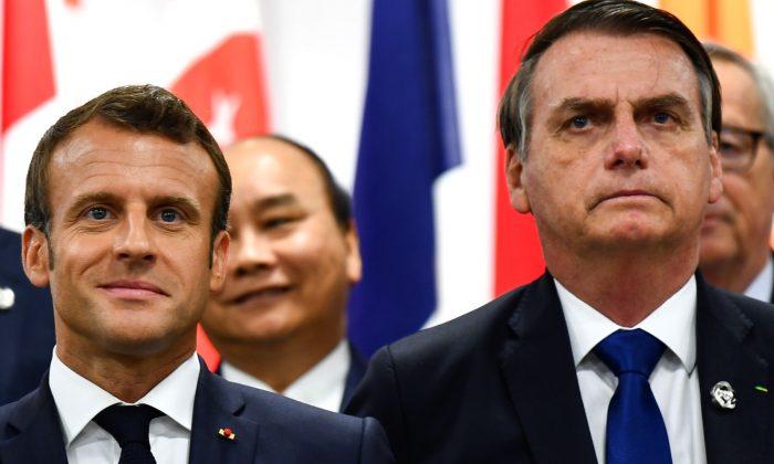 El presidente de Francia, Emmanuel Macron, y el presidente de Brasil, Jair Bolsonaro, asisten a un evento sobre el empoderamiento de la mujer durante la Cumbre del G20 en Osaka el 29 de junio de 2019.  (Brendan Smialowski/AFP/Getty Images)