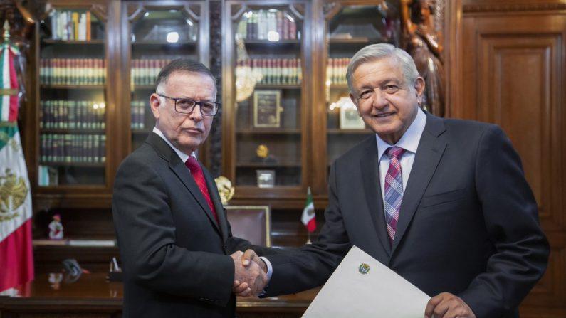 Francisco Arias Cárdenas, embajador en México que responde al régimen de Nicolás Maduro, es recibido por el presidente mexicano Andrés Manuel López Obrador. (lopezobrador_/Twitter)
