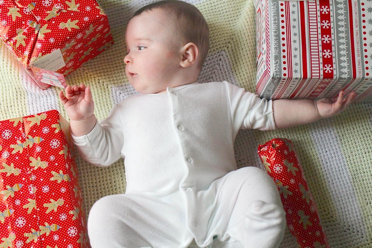 bebé-navidad-regalos