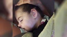 """Bebé """"casi asesinada"""" por papá, le extrajeron la mitad del cerebro en 2012 y así es como luce ahora"""