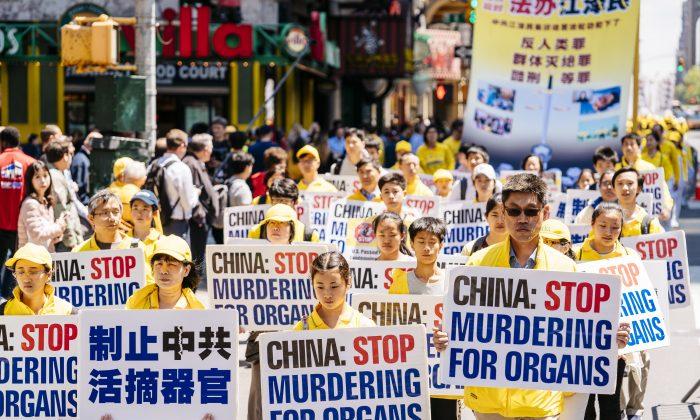 Desfile del Día de Falun Dafa en Manhattan, Nueva York, el 16 de mayo de 2019. (Edward Dye/La Gran Época)