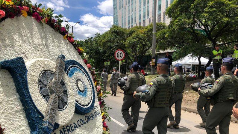 Desfile militar con la participación integrantes de la  Fuerza Aerea de Colombia el 11 de agosto antes del trágico accidente. (Fuerza Aérea de Colombi)