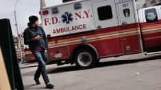 Mujer sufre quemaduras cuando el cargador de su celular condujo electricidad a través de su collar