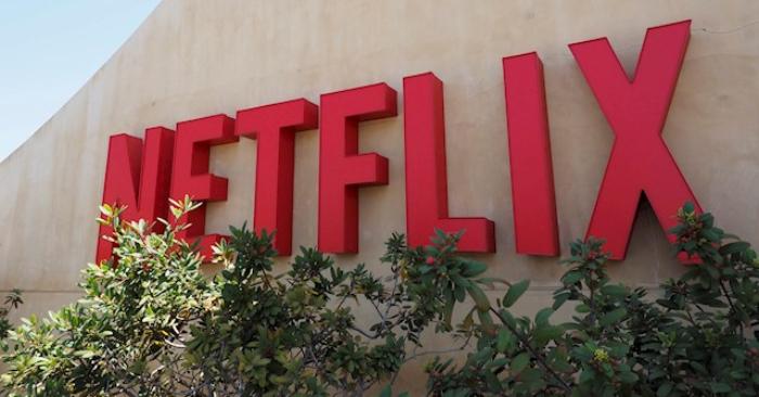 Fotografía de archivo que muestra el logotipo de la plataforma líder de televisión por internet a nivel mundial, Netflix, en su sede de Los Gatos, California (Estados Unidos). (EFE/John G. Mabanglo/Archivo)