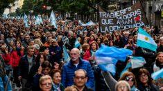 Miles de personas marcharon en apoyo a Macri con vistas a elecciones de octubre